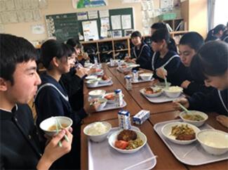 2018年 基山中学校でのトマト試食会